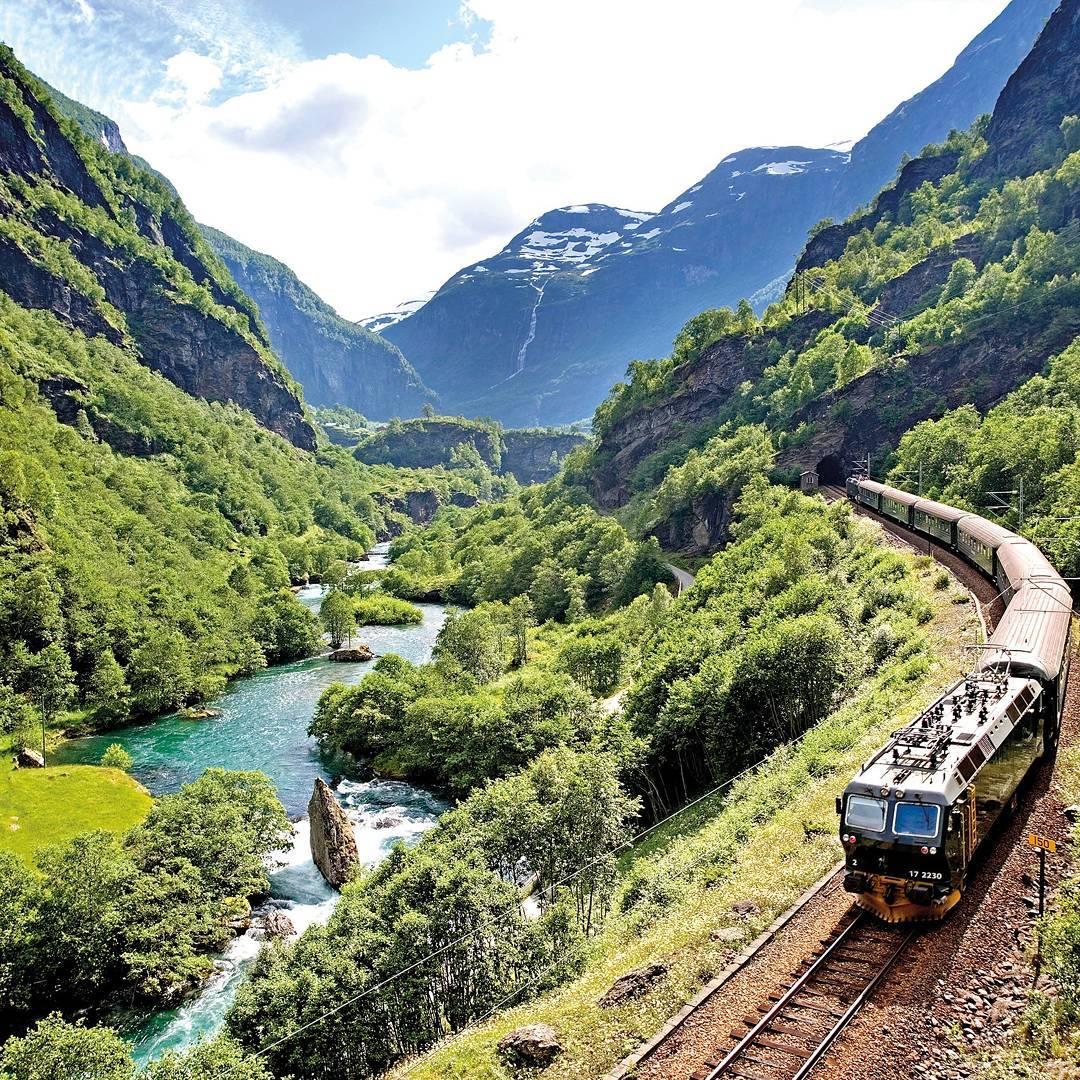 tàu lửa chạy qua thung lũng Flam, Na Uy