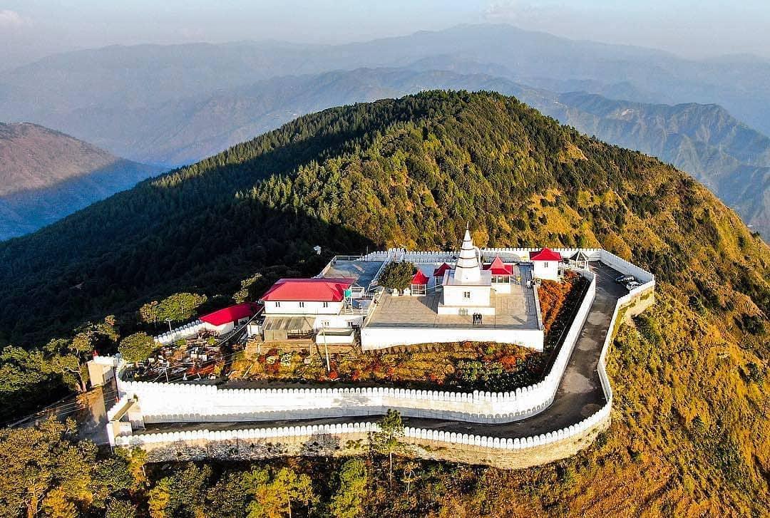 Đền Kali Ka Tibba tọa lạc trên đỉnh đồi ở Chail, Himachal Pradesh,Ấn độ