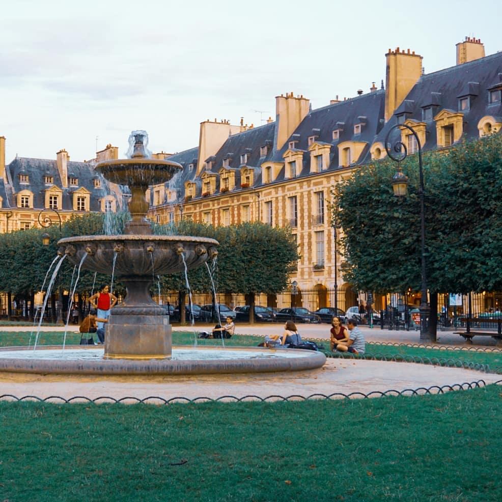Place des Vosges, Paris, Pháp