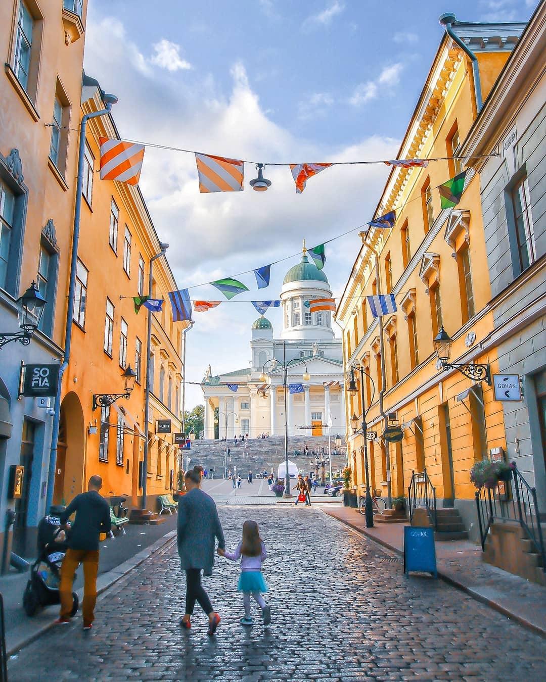 Nhà thờ Lutheran nhìn từ Quảng trường Senate, Helsinki, Phần Lan