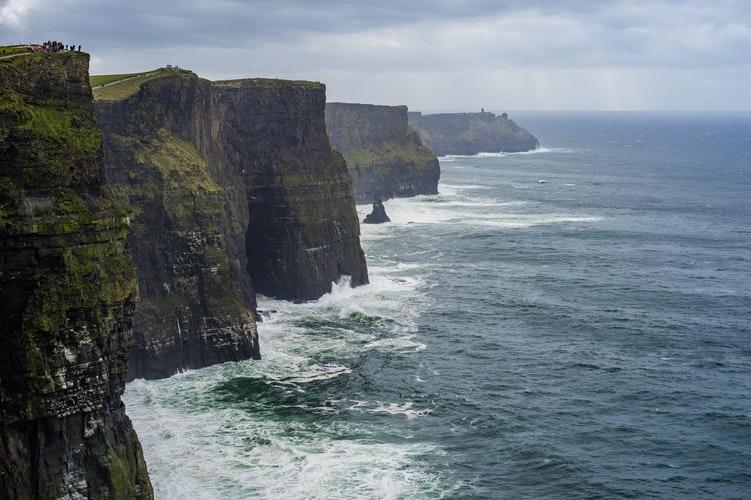 Vách đá Moher nổi tiếng ở Ireland