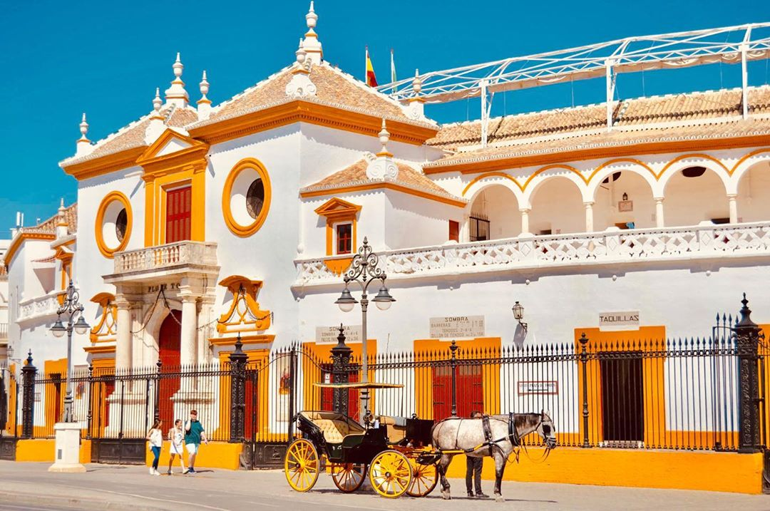 """La Maestranza là một trong những đấu trường bò tót nổi tiếng nhất ở Tây Ban Nha, tiếng Tây Ban Nha gọi là """"""""plaza de toros"""", Sevilla, Tây Ban Nha"""