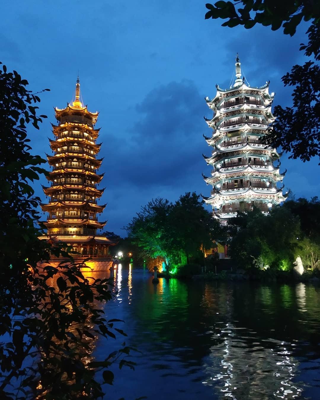 Nhật Nguyệt song tháp, Quế Lâm, khu tự trị dân tộc Choang Quảng Tây, Trung Quốc