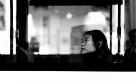 """JOMO - """"Niềm vui ẩn mình"""" ngày càng nở rộ của dân Châu Á"""