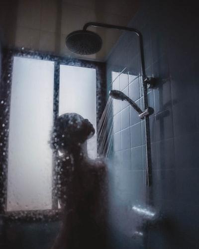 """Triết lý đằng sau việc """"tắm nước lạnh"""""""