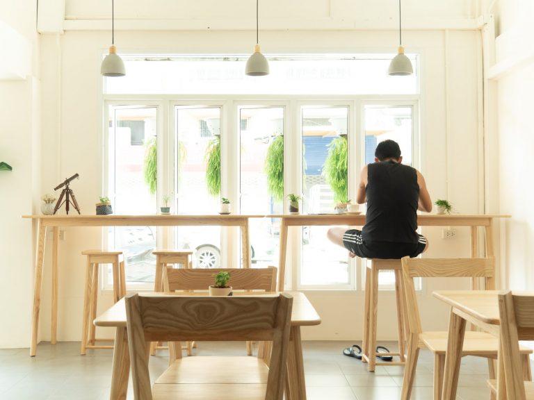 Vì sao làm việc ở quán cà phê có thể giúp nâng cao sự sáng tạo?