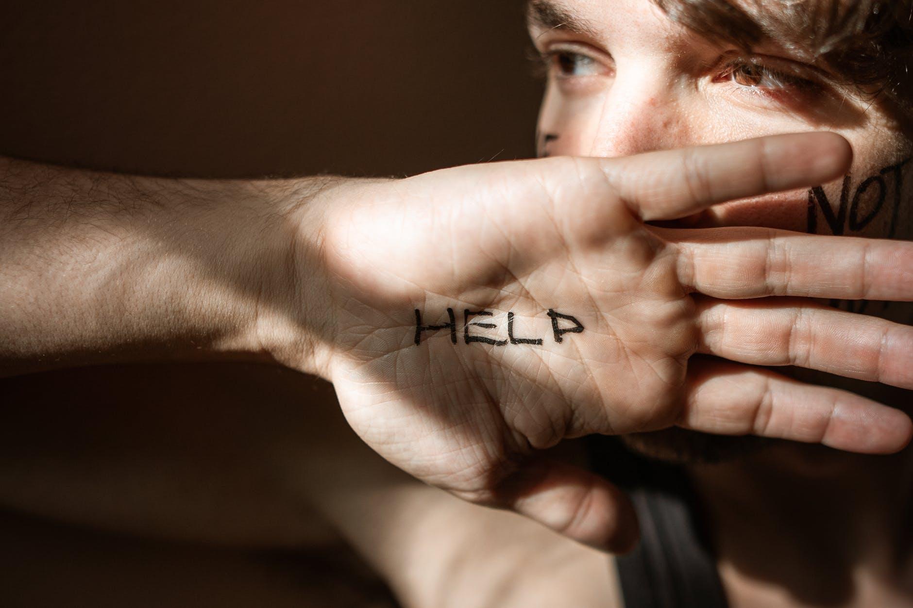 Ái kỷ và tâm lý thích làm anh hùng - nạn nhân