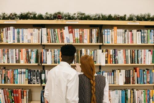 Người ta lưu giữ sách vì điều gì?