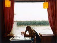 Tại sao chúng ta cảm thấy cô đơn?